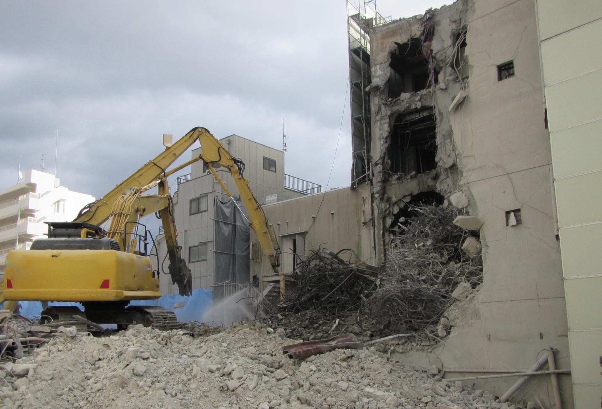 解体工事におけるアスベストの届出や解体費用・近隣説明について
